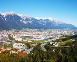 Luftansicht von der Stadt Innsbruck, für die Weatherpark eine Stadtklimaanalyse erstellt